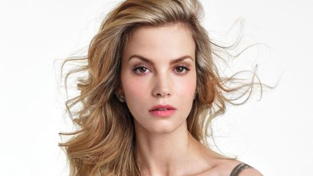 Sylvia Hoeks bio, age, height, wiki