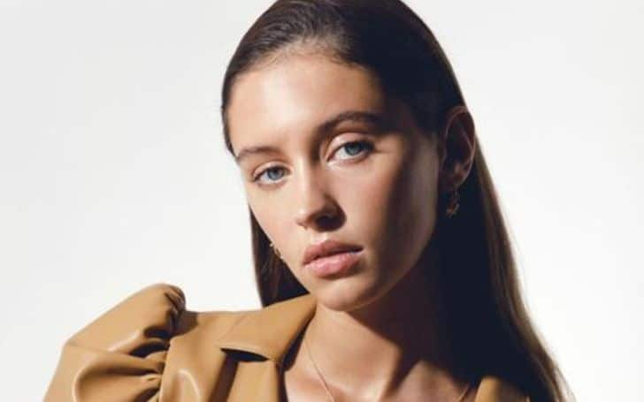 Iris Law age, height, parents, net worth, bf