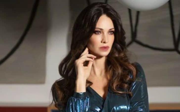 Manuela Arcuri age, height, body