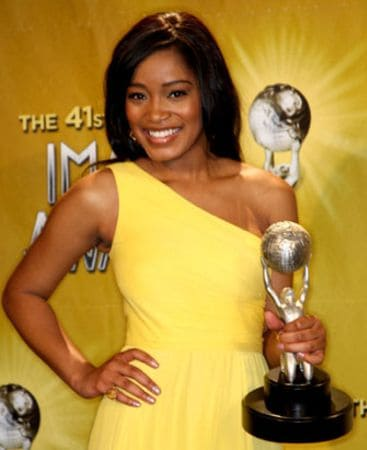 Keke Palmer holding her proud Award