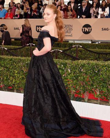 Sophie Turner looking fabulous in black dress