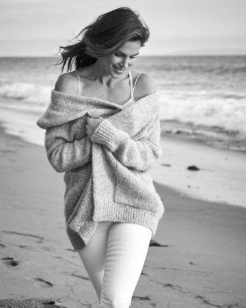 Beautiful American Supermodel Cindy Crawford