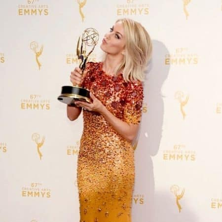 Julianne Hough Kissing her Trophy